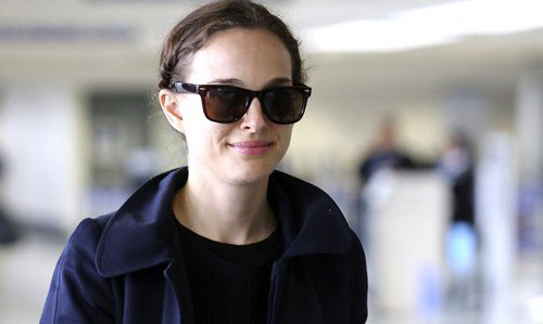 55076_Preppie_Natalie_Portman_at_LAX_12_122_450loth