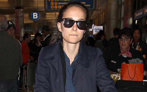 688503425_natalie_portman_arrives_at_lax_in_los_angeles_20131116_009_122_476loth