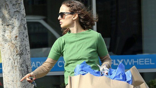 Natalie Portman Starts Her Holiday Shopping Early