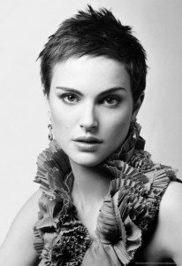 natalie-portman-with-short-hair-and-boa-hair-374528704