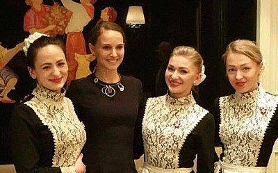 Natalie Portman in Moscow restaurant