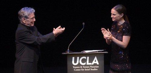 Natalie Portman presenting award to Amos Oz